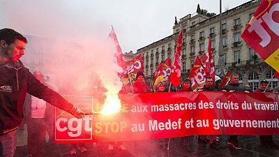 Miles de personas protestan contra la reforma laboral que propone el gobierno francés
