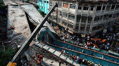 El derrumbe de un puente causa una tragedia en Calcuta