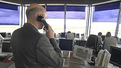 La Guardia Civil detiene a tres personas por una falsa amenaza que hizo retornar un avión de pasajeros