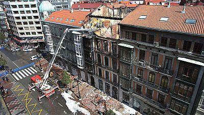 Investigan las causas del incendio y el derrumbe del edificio en el que murió un bombero en Oviedo