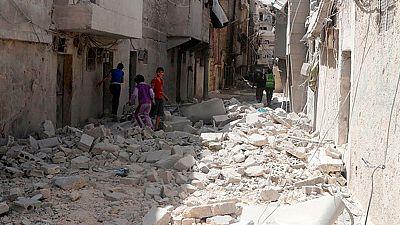Según el Observatorio Sirio de Derechos Humanos, el ejército bombardeó un barrio del norte de la ciudad de Alepo