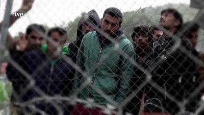 "Omer, refugiado paquistaní en Samos: ""Nos trata como a criminales"""