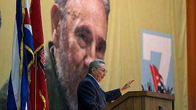 En el Séptimo  Congreso  del Partido Comunista Cubano,  el presidente Raúl Castro,  reconoce la evolución de la economía en la isla aunque ha dicho que Cuba nunca será capitalista. Castro ha nunciado una futura reforma de la Constitución para incluir