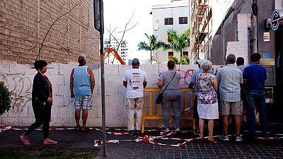 Los vecinos desalojados por el derrumbe del edificio en Los Cristianos ya pueden volver a sus casas