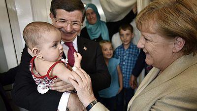 Tusk y Merkel visitan un campamento de refugiados en Turquía