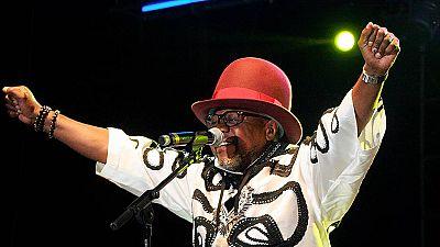 El músico congoleño Papa Wemba muere durante una actuación