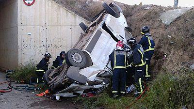Cinco personas han muerto en la autovía de Lorca al caer la furgoneta en la que viajaban