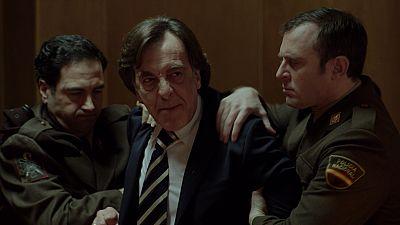 Cu�ntame c�mo pas� - Mauro se suicida tir�ndose por la ventana del juzgado