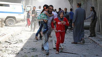 Alepo afronta su octavo día de bombardeos al borde del desastre humanitario
