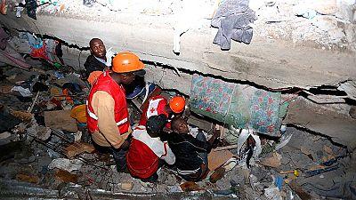 Buscan supervivientes tras el derrumbe de un edificio en Nairobi