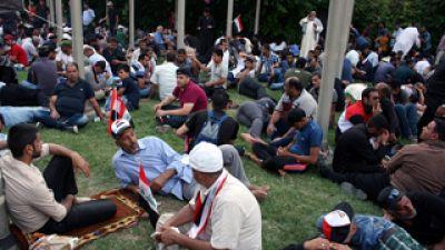 Los manifestantes chiíes se instalan en el centro de la Zona Verde de Bagdad