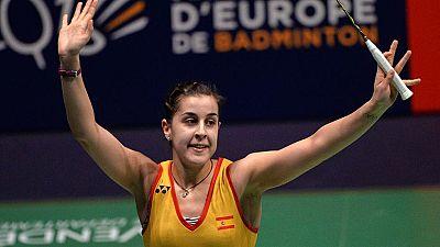 La espa�ola Carolina Mar�n ha revalidado su t�tulo de campeona de Europa de b�dminton al imponerse en la final a la escocesa Kirsty Gilmour por 21-12 y 21-18.
