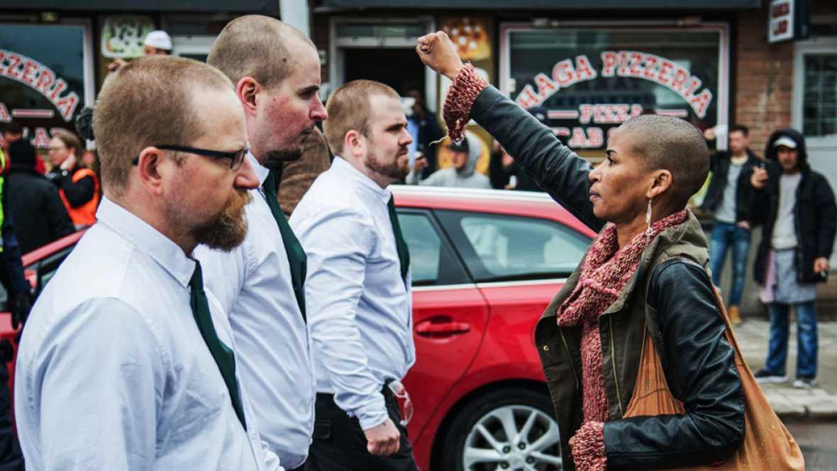 Tess Asplund y un grupo de neonazis en la localidad sueca de Borlänge
