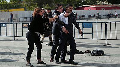 Disparan contra el periodista turco Can Dündar, juzgado por revelar secretos
