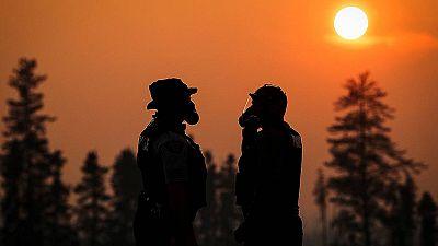Más de 90.000 personas evacuadas por un incendio en el noroeste de Canadá