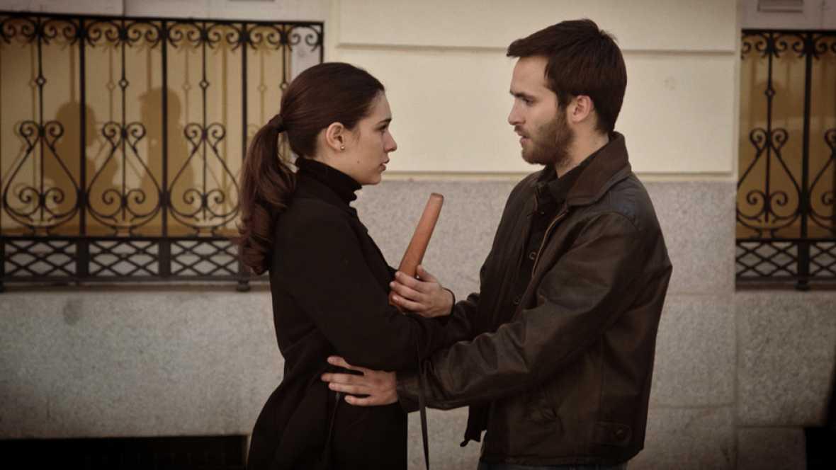 Cuéntame cómo pasó - Julia le pide a Carlos que se vaya a Bruselas con ella