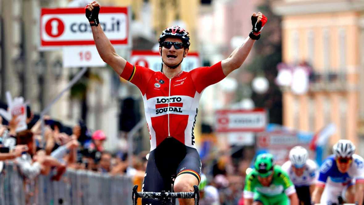 El ciclista alemán André Greipel (Lotto Soudal) se ha impuesto  este miércoles en la quinta etapa del Giro de Italia, disputada entre  Praia a Mare y Benevento sobre 233 kilómetros, después de que su  equipo colaborara en la neutralización de una lar