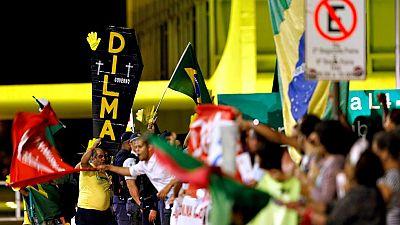 El Senado vota si aparta a Dilma Rousseff, mientras Brasil se desgarra en las calles