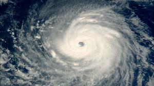 Así empieza el capítulo 1 de 'En el ojo del huracán'