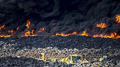 Un incendio provoca que miles de neumáticos ardan sin control en Seseña