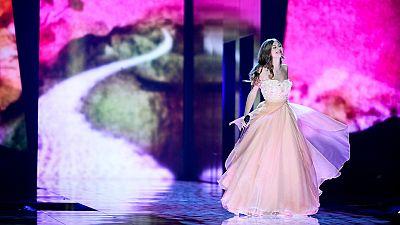 Eurovisión 2016 - Austria: Zoë canta ' 'Loin d¿ici''