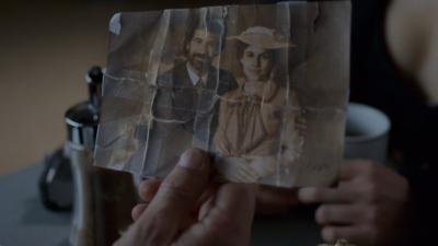 El Ministerio del Tiempo - Amelia le cuenta su secreto a Juli�n