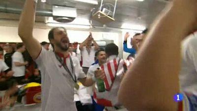 Celebración del Sevilla de la Europa League en el vestuario