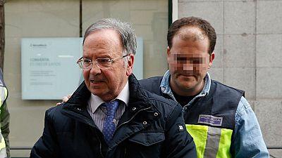El líder de Manos Limpias asegura que se reunió con el presidente de la Caixa para abordar la acusación contra la infanta