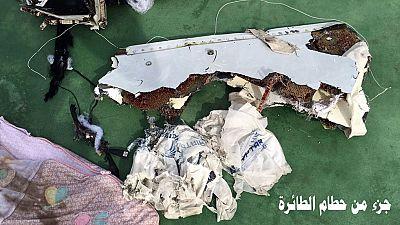 El mar devuelve a la superficie los restos del avión siniestrado