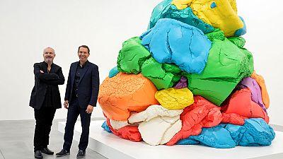 Jeff Koons expone en Londres 35 años de creatividad en sus esculturas