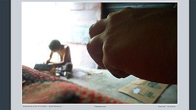 """Niños sin recursos reflejan su realidad con """"Una foto en la recámara"""""""