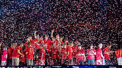 El Sevilla festeja la Europa League con su afición