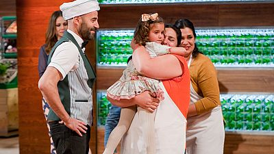 MasterChef 4 - Emotivo reencuentro entre los aspirantes y sus familias
