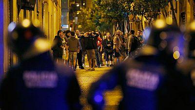 """Segunda noche de disturbios en Barcelona por el desalojo del """"banco expropiado"""""""