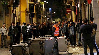 Segunda noche de enfrentamientos tras el desalojo de una sucursal bancaria en Barcelona