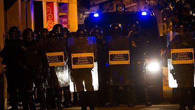 Los mossos hablan de medio centenar de antisistemas extremadamente peligrosos en los altercados de Gràcia
