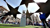 La ciudad de Mil�n, sede de la final de la Liga Campeones 2015/16 que disputar�n Real Madrid y Atl�tico Madrid, se prepara para recibir a casi 60.000 aficionados que llegar�n de la capital espa�ola en aviones, autobuses y hasta en sus coches.