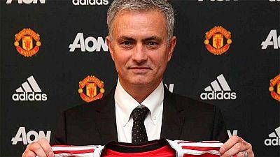 El Manchester United ha anunciado oficialmente el fichaje de Jose Mourinho como nuevo entrenador de su equipo. El portugués se sentará en el banquillo de Old Trafford las tres próximas temporadas.