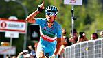 Nibali se luce en los Alpes, el colombiano Chaves nuevo maglia rosa