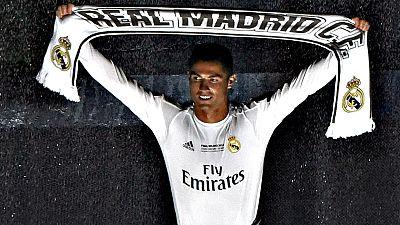 """El delantero portugués Cristiano Ronaldo dijo ser """"muy feliz"""" en el Real Madrid y declaró que es """"un orgullo vestir la camiseta blanca"""", que le """"queda de puta madre""""."""
