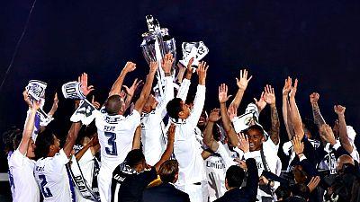El Real Madrid culminó la fiesta de la undécima Copa de Europa de  su palmarés este domingo en el Santiago Bernabéu, feudo blanco en el  que la primera plantilla ofreció la conquista a su público para  cerrar la jornada de celebraciones en la capital