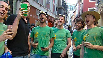 """Mojácar prohíbe las """"actitudes indecorosas"""" en las despedidas de soltero callejeras"""
