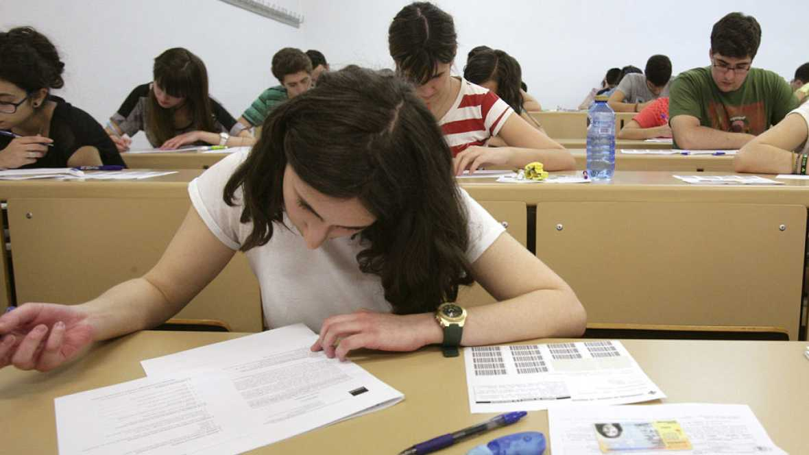 Unos 250.000 estudiantes de Bachillerato se enfrentan desde este miércoles a la última prueba de Selectividad