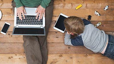 La educación digital es esencial para que los menores edad utilicen internet con seguridad. Y también para que padres y profesores sepan cómo asesorarles. Por eso la policía ha lanzado una nueva iniciativa de formación online para que los niños se co