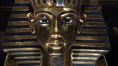 Tutankamón fue enterrado con una daga hecha de una plancha que vino, literalmente, del espacio, según un análisis de la composición de la pequeña espada de hierro hallada en el sarcófago del faraón. Usando espectrometría de fluorescencia de rayos X p