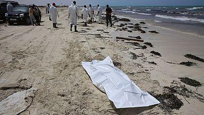 Aparecen más de un centenar de cadáveres de inmigrantes en una playa de Libia