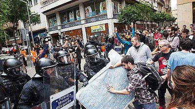 Los Mossos rodean el 'Banco Expropiado' tras dispersar a un grupo situado en exterior