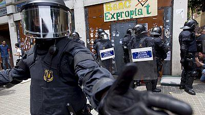 """Los Mossos entran de nuevo a desalojar a cinco okupas en el """"Banco Expropiado"""""""