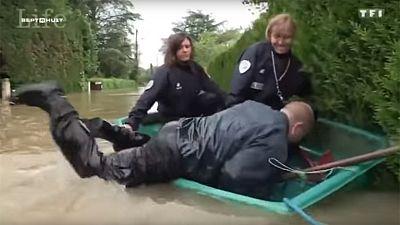 Un cómico naufragio pone en entredicho la efectividad de la policía francesa ante las inundaciones