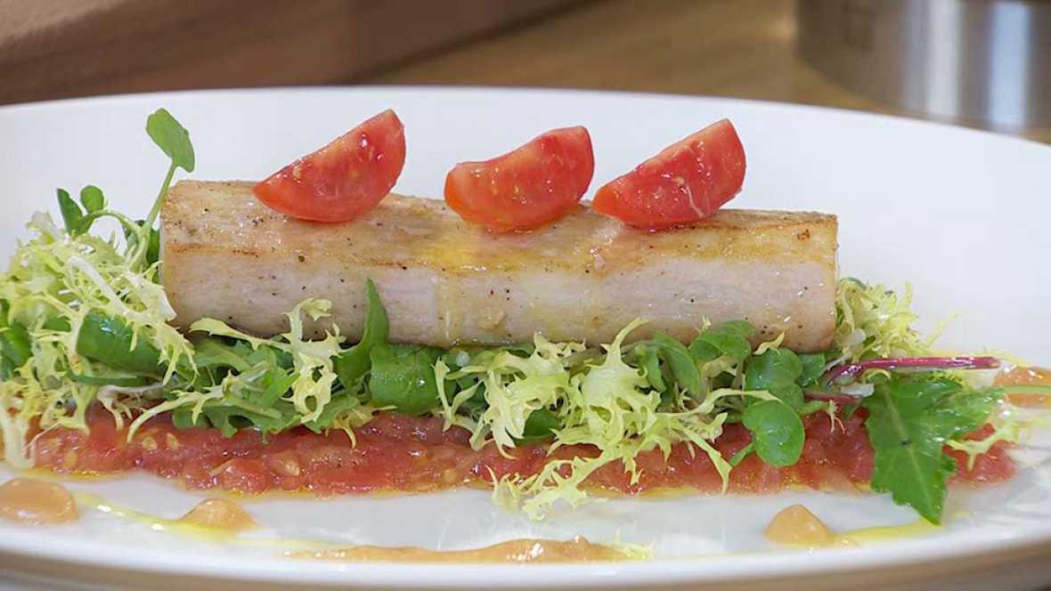 Torres en la cocina - Ensalada tibia de pez espada con vinagreta de ajo